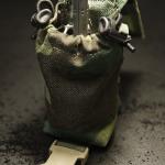 Grenade/Utility Pouch (M81 Woodland) - otwarta z granatem F1.