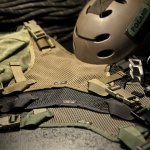 Helmet Carrying Panel (Ranger Green, Coyote Brown i czarny).